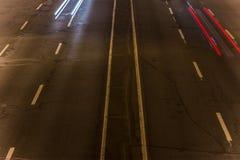 asper взгляд шоссе выше видимая текстура асфальта и дорожных разметок стоковые изображения