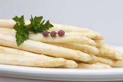 asperagus ziele talerza biel Zdjęcia Royalty Free