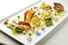 Asperge braisée de poulpe de calmar de feston de homard de crevette de plat de poisson Photographie stock libre de droits