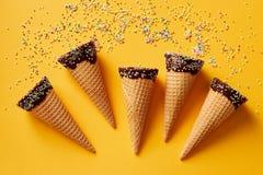Asperje los conos de helado cubiertos Fotos de archivo