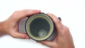Aspettando con una tazza di caffè stock footage
