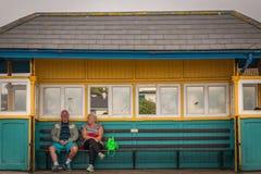 Aspettando il bus Immagini Stock