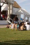 Aspettando un concerto esterno Fotografia Stock