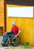 Aspettando in una sedia a rotelle con Copyspace Immagine Stock Libera da Diritti