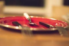 Aspetti per un pasto, aspetti il vostri cucchiaio e gente Immagini Stock Libere da Diritti