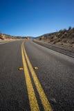Asphalt Desert Highway negro Imagenes de archivo