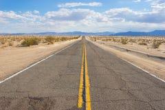 Asphalt Desert Road rugoso Imagen de archivo libre de regalías
