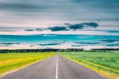 Asphalt Freeway, estrada, estrada secundária da estrada no campo imagens de stock