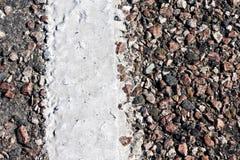 Asphalt mit weißer Zeile stockbilder