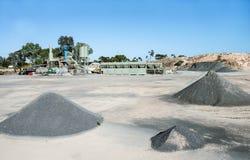 Asphalt Processing Plant und Hügel des Abfalls Lizenzfreies Stockbild