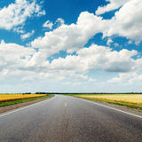 Asphalt road and cloudy sky Royalty Free Stock Photography