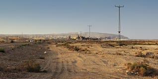 Asphalt Road in der Wüste von Israel auf dem Weg zu Cemical-Anlage Stockbilder