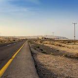Asphalt Road in der Wüste von Israel auf dem Weg zur Magnesium-Anlage Lizenzfreie Stockbilder