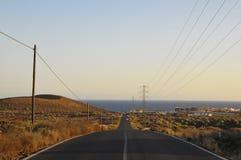 Asphalt Road i öknen Arkivfoton