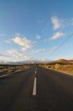 Asphalt Road i öknen Royaltyfria Foton