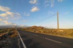 Asphalt Road i öknen Arkivbild