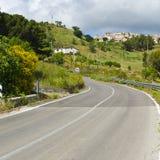 Asphalt Road in Sizilien Lizenzfreie Stockbilder