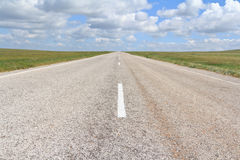 asphalt road straight going beyond the horizon Royalty Free Stock Photos