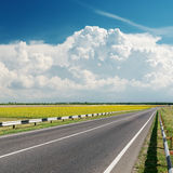 Asphalt road to cloudy horizon Royalty Free Stock Photos