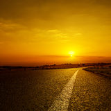 Asphalt road to horizon in sunset Royalty Free Stock Photos