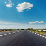 Asphalt road to horizon under blue sky Royalty Free Stock Photos