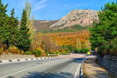Asphalt road to the mountains Royalty Free Stock Photography