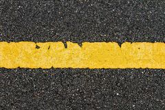Asphalt Road With Yellow Strip lizenzfreie stockbilder