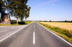 Asphalt Road zur Unendlichkeit Stockfotografie