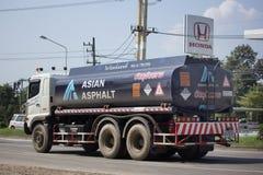 Asphalt Truck av det asiatiska asfalttransportföretaget Arkivfoto