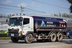Asphalt Truck av det asiatiska asfalttransportföretaget Arkivbilder