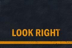 Asphaltblickrechtmarkierung Stockfoto