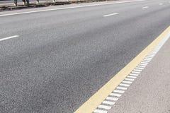 asphalte couvrant la route à plusieurs voies Photo stock