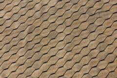 Asphaltez les bardeaux de toit - construction de toiture, réparation de toiture Pour le fond ou la texture photo libre de droits