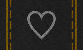 Asphalthintergrund mit gemaltem Herzen Lizenzfreies Stockfoto