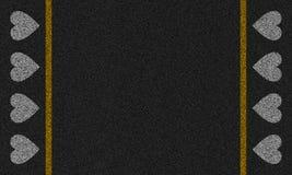 Asphalthintergrund mit gemalten Herzen Lizenzfreies Stockfoto