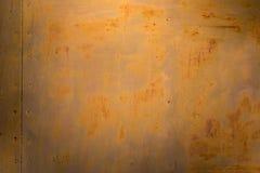 Asphaltieren Sie braunen gelben alten Türhintergrund mit Rost Lizenzfreies Stockbild