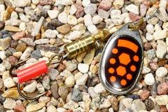 Asphaltieren Sie Fischereiköder mit dem schwarzen und orange Dekor Lizenzfreie Stockbilder
