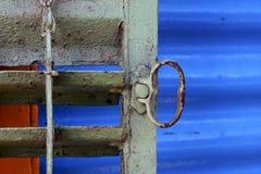 asphaltieren Sie Jalousien und ein Blau in La boca Buenos Aires Lizenzfreie Stockbilder