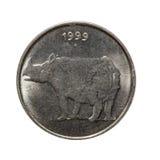 Asphaltieren Sie Münze fünfundzwanzig paise Indien, das auf weißem Hintergrund lokalisiert wird Stockfotos