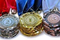 Asphaltieren Sie Medaillen für die erste zweite und dritten Platz Lizenzfreies Stockbild