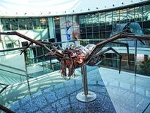 Asphaltieren Sie Skulptur in Form einer riesigen Spinne im Mall in Marbella Andalusien Spanien Stockfoto