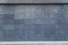 Asphaltieren Sie Wandfliesen, Detailfassade, modernes constrution Lizenzfreie Stockfotografie