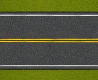 Asphaltlandstraßenstraße mit Draufsicht des Straßenrands lizenzfreie stockfotos