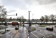 Asphaltstraße mit Markierung lizenzfreie stockfotografie