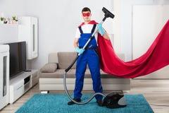Aspirador de Cleaning Carpet With del portero foto de archivo libre de regalías