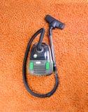 Aspirador, limpieza de la alfombra Fotografía de archivo