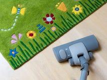 El Spring cleaning - aspirador a ordenar Fotos de archivo