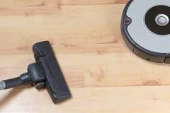 Aspirateur et aspirateur robotique Photo stock