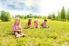 Aspiration d'enfants dehors Image stock