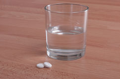 Aspirins and glass of water - headache cure Stock Photography